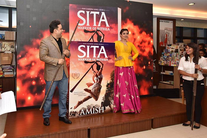 amish-tripathi-raveena-tandon-sita-warrior-of-mithila